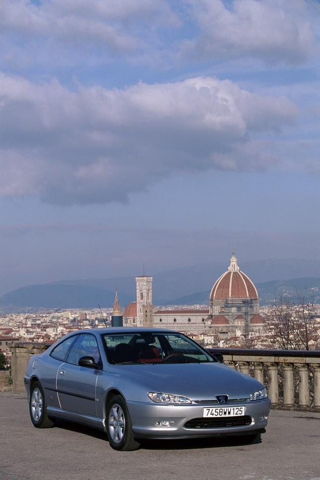 Peugeot ad Automotoretrò: dalla 504 coupé alla RCZ 2