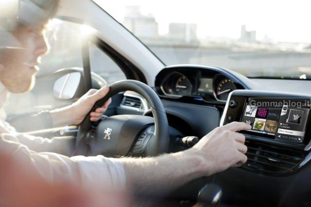 Peugeot lancia le prime APP per l'auto: arriva Connect Apps