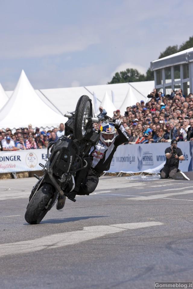 Chris Pfeiffer e BMW F 800 R: grande show al Motodays 2012