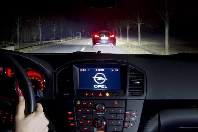 Auto Tecnica: i nuovi fari auto intelligenti che non abbagliano