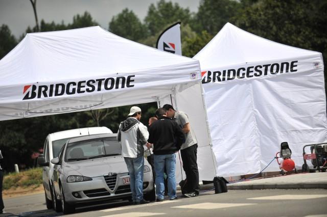 Bridgestone: 63% degli automobilisti, in vacanza con gomme sgonfie