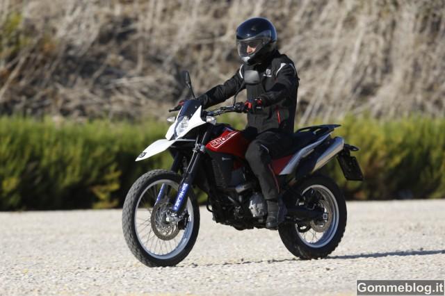 "Husqvarna TR650 ""Strada"" calza gomme moto Metzeler Tourance EXP 4"