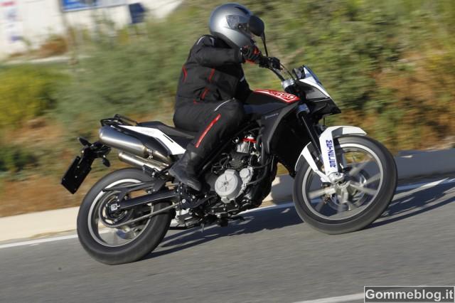 "Husqvarna TR650 ""Strada"" calza gomme moto Metzeler Tourance EXP 2"