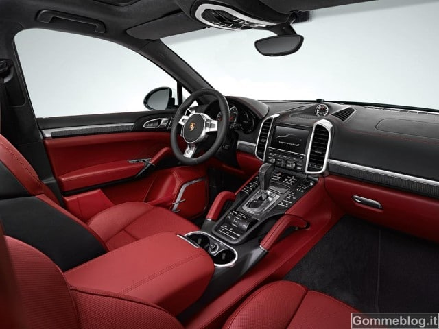 Porsche Cayenne Turbo S: 550 CV di Potenza Pura 2