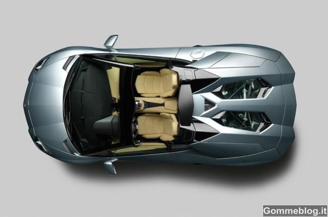 Lamborghini Aventador LP 700-4 Roadster 2