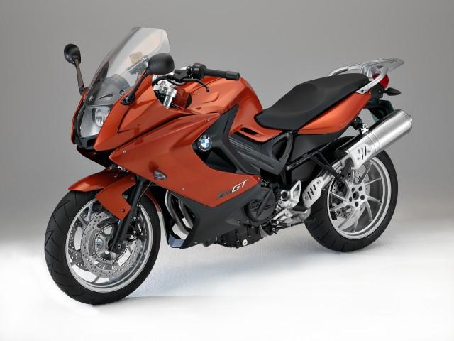 bmw-motorrad-ti-invita-sabato-9-e-domenica-10-febbraio-presso-tutta-la-rete-dealer-per-scoprire-la-nuova-f-800-gt-e-le-edizioni-speciali-90-anniversario-di-r-1200-r-r-1200-rt-e-r-1200-gs-adventure-p90106768-highres
