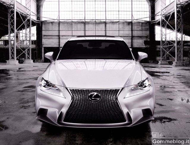 lexus-is-2013-0