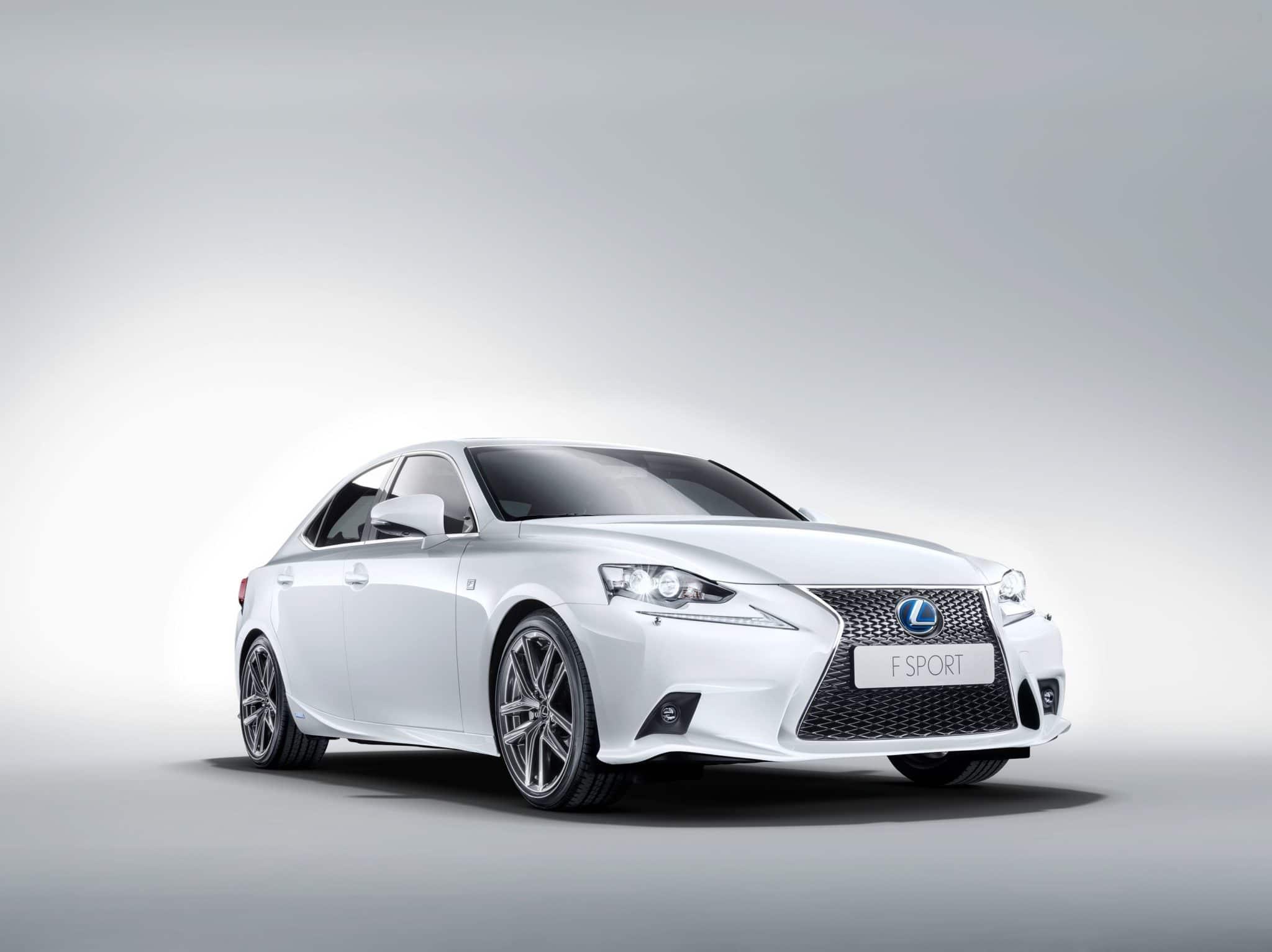 Lexus lancia la nuova IS Hybrid
