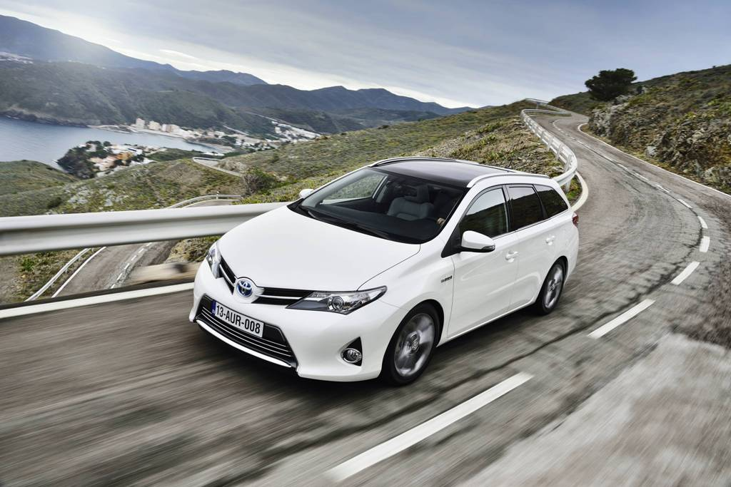 Nuova Toyota Auris Touring Sports: Station Wagon Full Hybrid