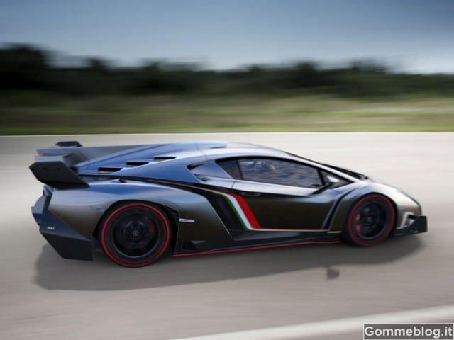 Lamborghini Veneno: interni in Alcantara