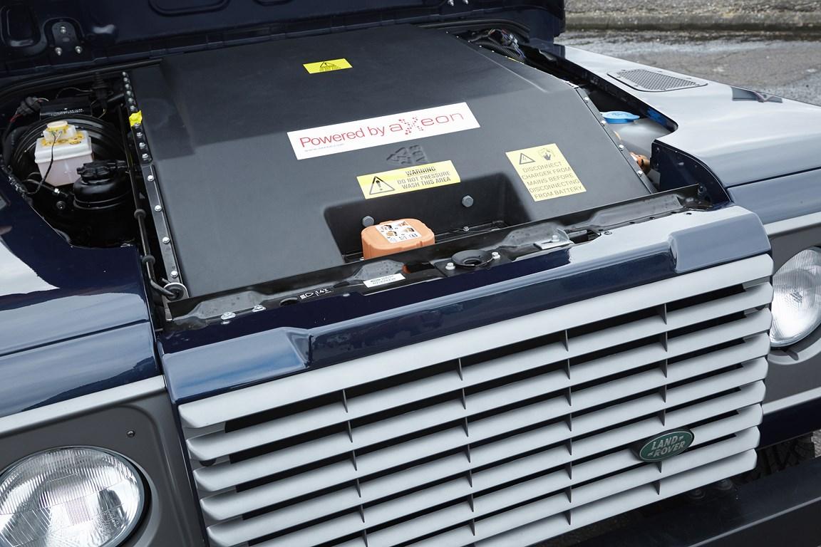 Land Rover presenta a Ginevra un nuovo defender elettrico sperimentale