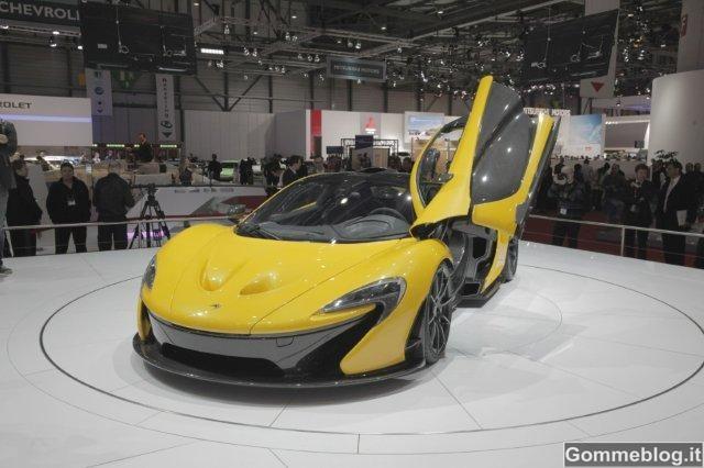 McLaren P1: interni in Alcantara e carbonio per la massima sportività