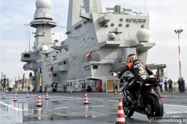 Pirelli Angel GT: il Test di Max Biaggi sulla portaerei Cavour [VIDEO] [FOTO]