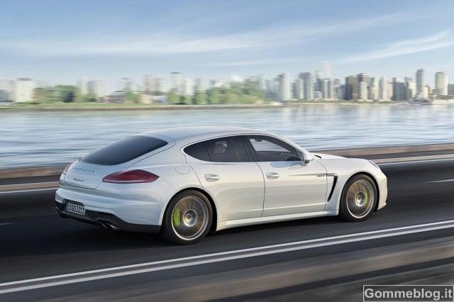 Porsche Panamera Ibrida plug-in con passo allungato