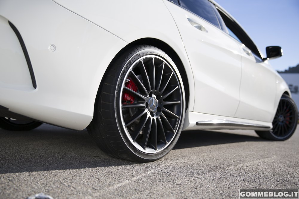 Pneumatici Dunlop e Mercedes AMG al Salone dell'Auto di Ginevra 2014