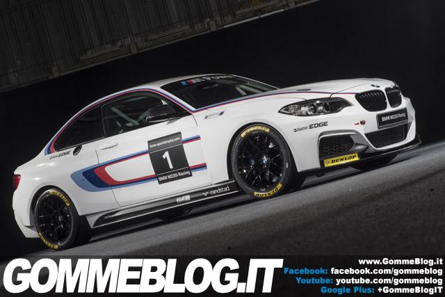 BMW M235i Racing e Pneumatici da Competizione Dunlop
