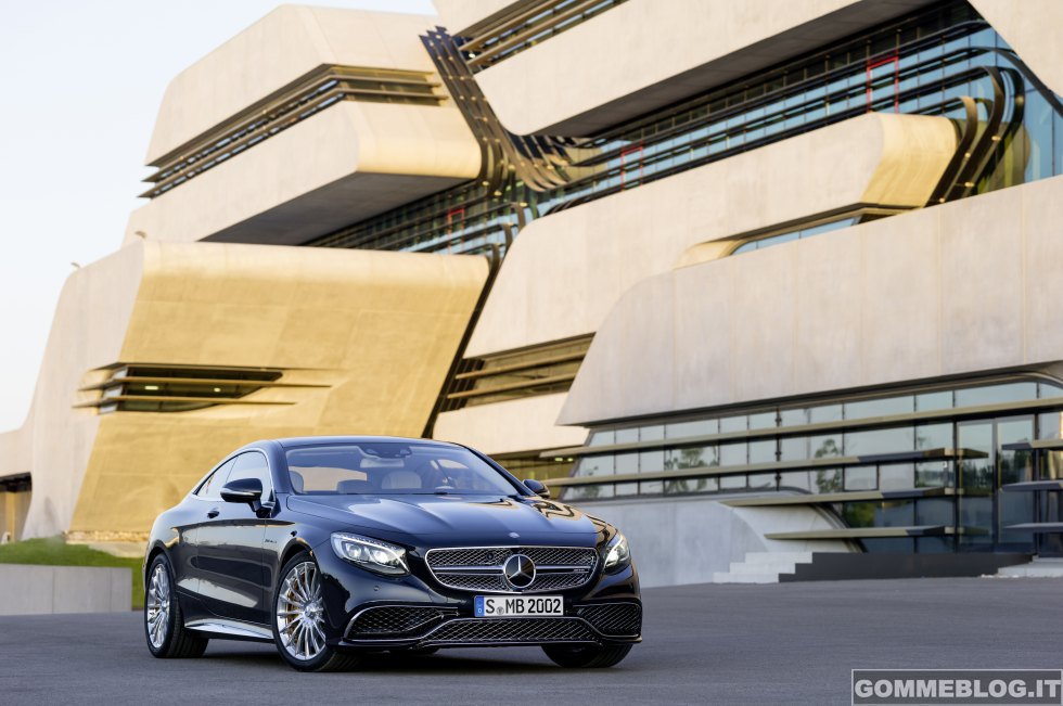 Mercedes-Benz S 65 AMG Coupé: 630 CV di Esclusività e Performance 7