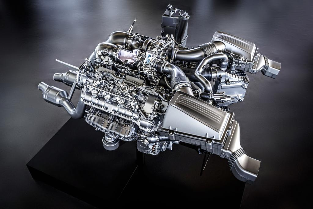 new_AMG_4.0-litre_V8_biturbo_engine_(7)