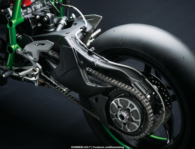 Kawasaki-H2R-34