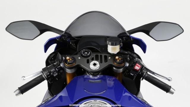 Yamaha-R1-2015-23