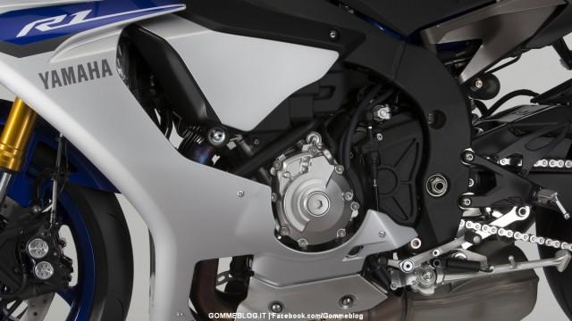 Yamaha-R1-2015-27