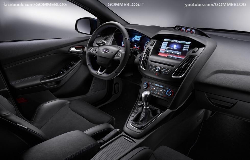 Ford Focus RS: oltre 320 cavalli e trazione integrale 12