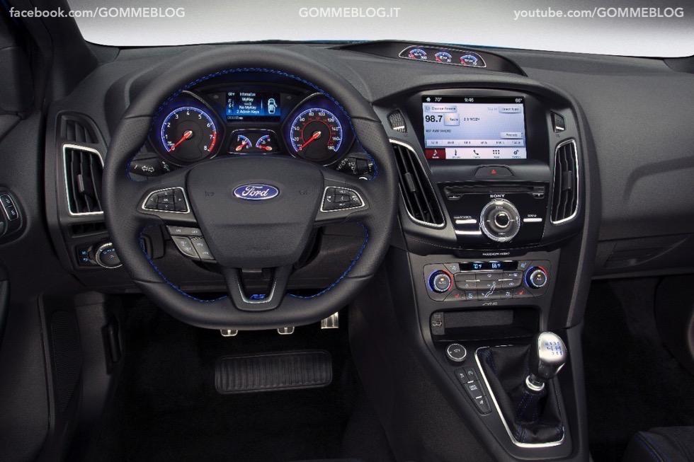 Ford Focus RS: oltre 320 cavalli e trazione integrale 5