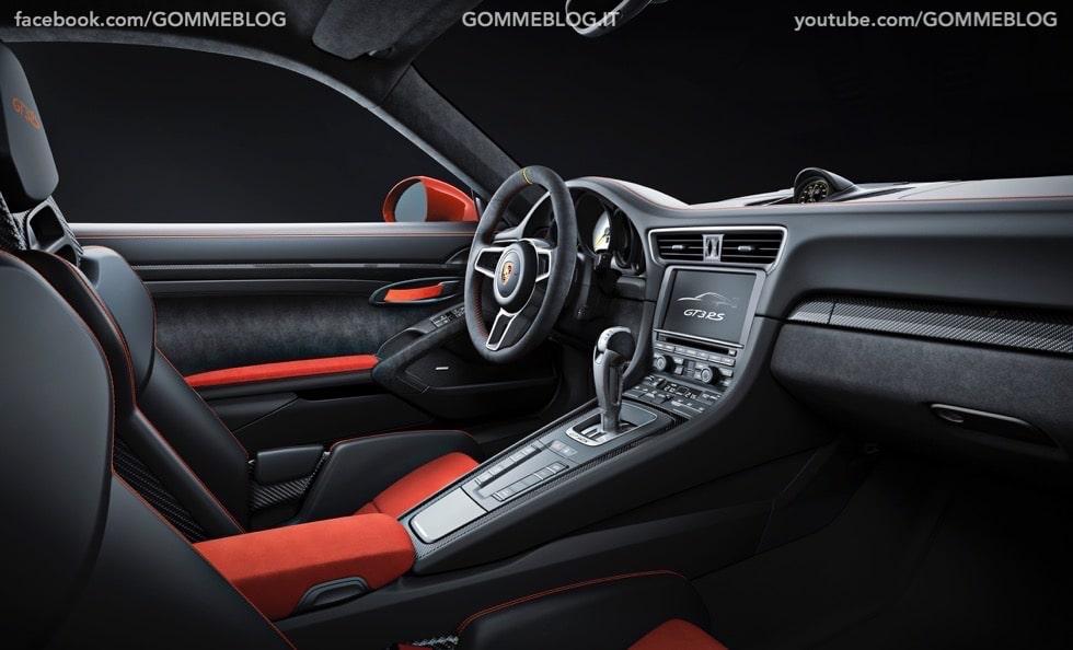 Nuova Porsche 911 GT3 RS: la Regina torna un Pista 8