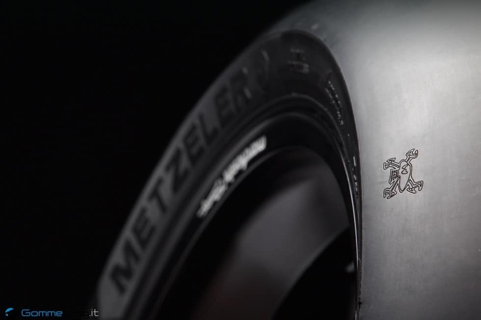TT Tourist Trophy 2015: Guy Martin e METZELER RACETEC RR Special Edition 3