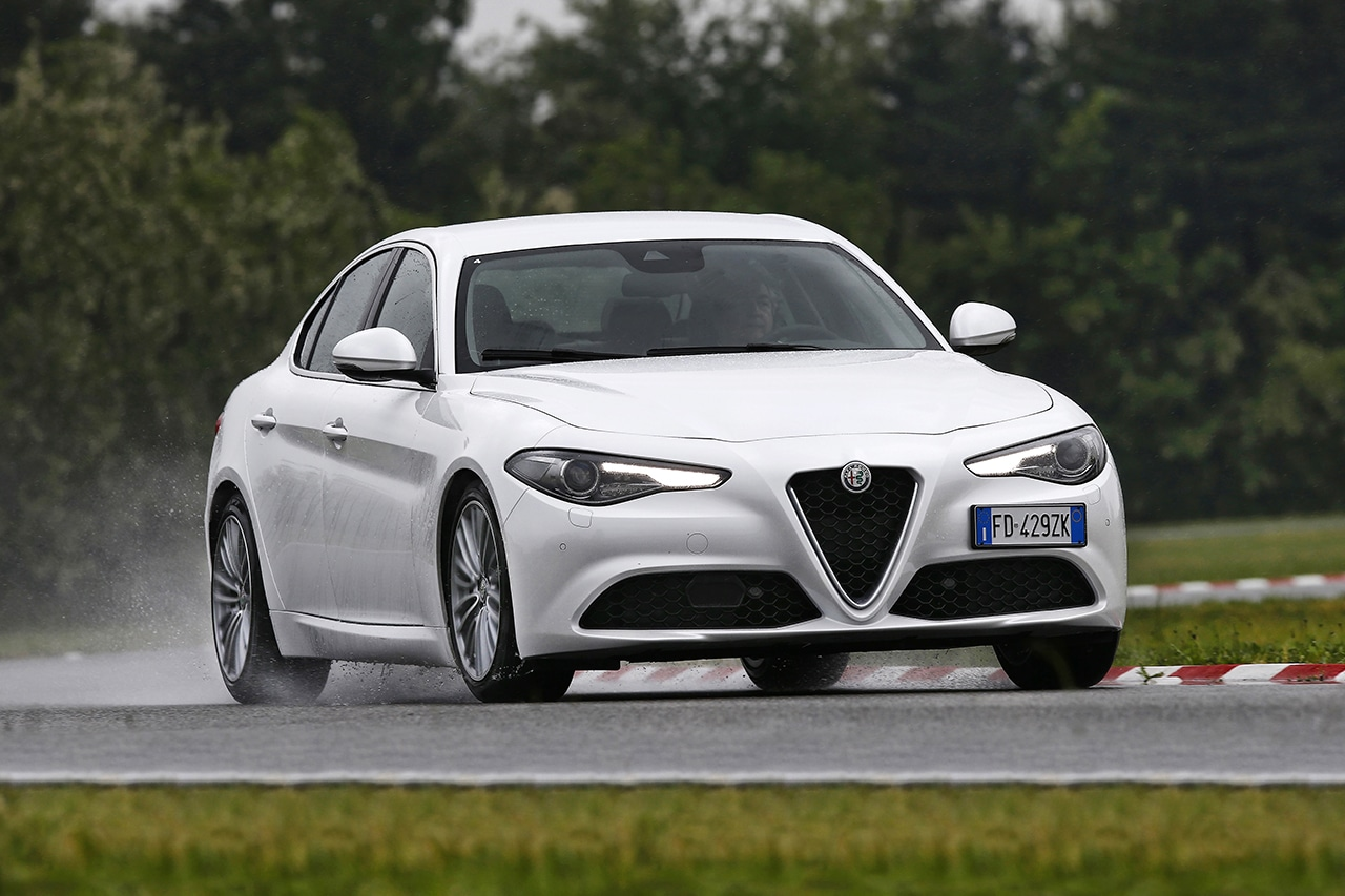 Pneumatici Alfa Romeo Giulia: Goodyear Eagle F1 Asymmetric 3, EfficientGrip Performance 4