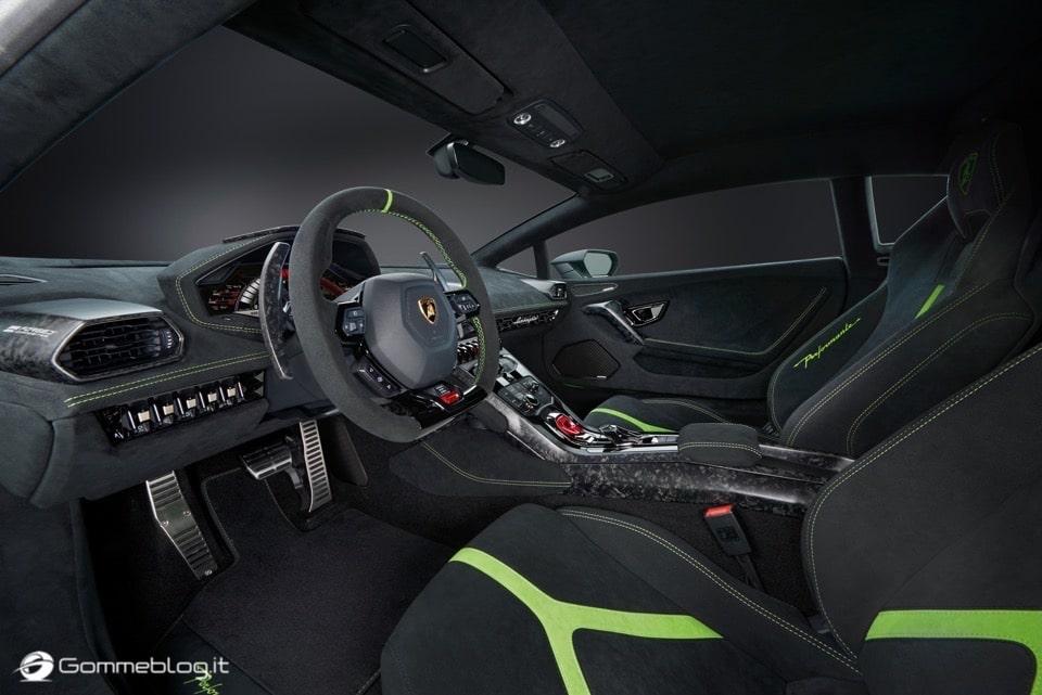 Lamborghini Huracan Performante e Pirelli: Nurburgring Record 10