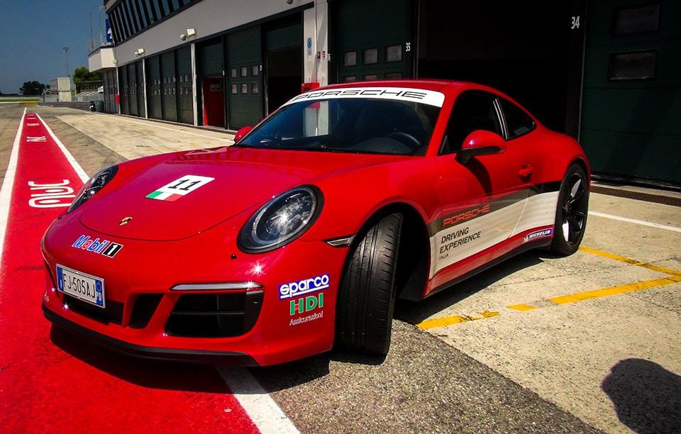 Michelin Pilot Sport Cup 2: Perfezione tra Tecnica e Performance 7