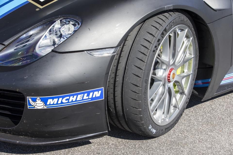 Michelin Pilot Sport Cup 2: Perfezione tra Tecnica e Performance 4