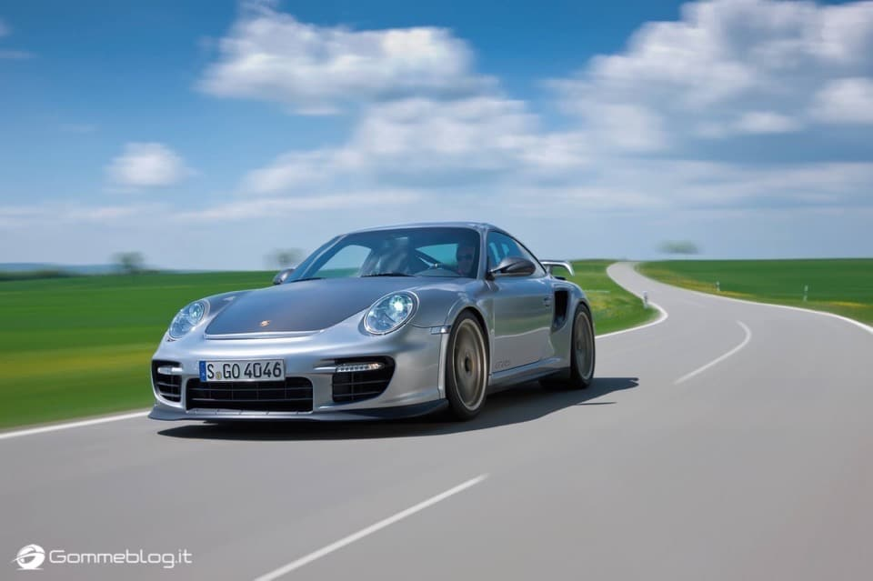 Porsche GT2 RS: la 911 più potente di sempre [VIDEO] 1
