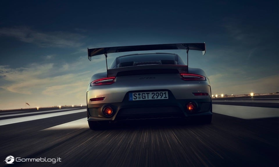 Porsche GT2 RS: la 911 più potente di sempre [VIDEO] 12