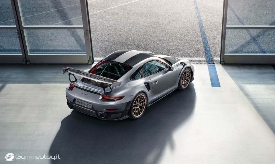 Porsche GT2 RS: la 911 più potente di sempre [VIDEO] 4