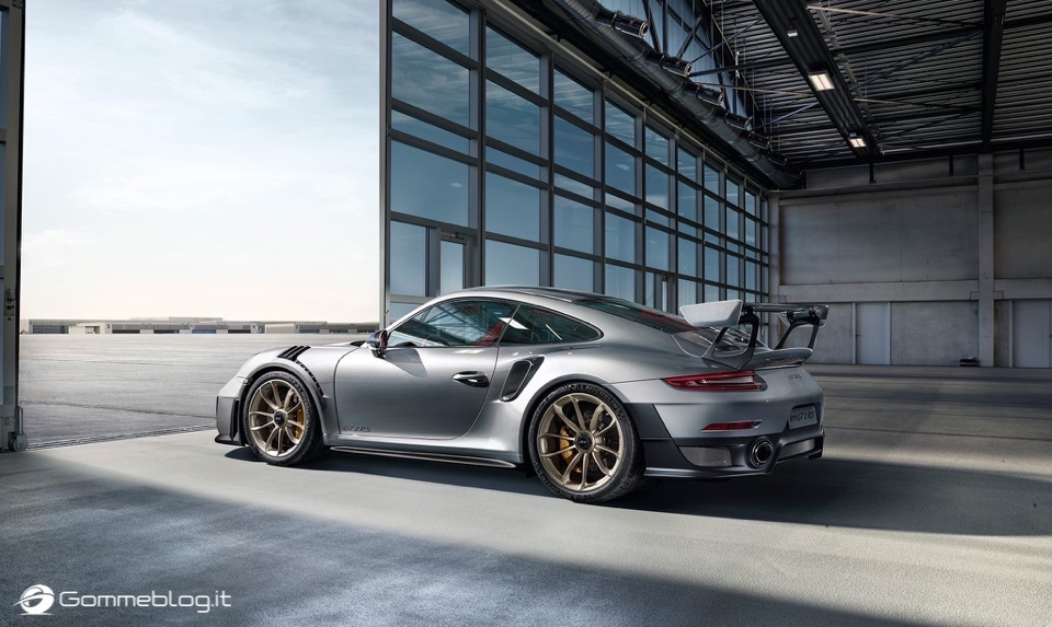 Porsche GT2 RS: la 911 più potente di sempre [VIDEO] 3