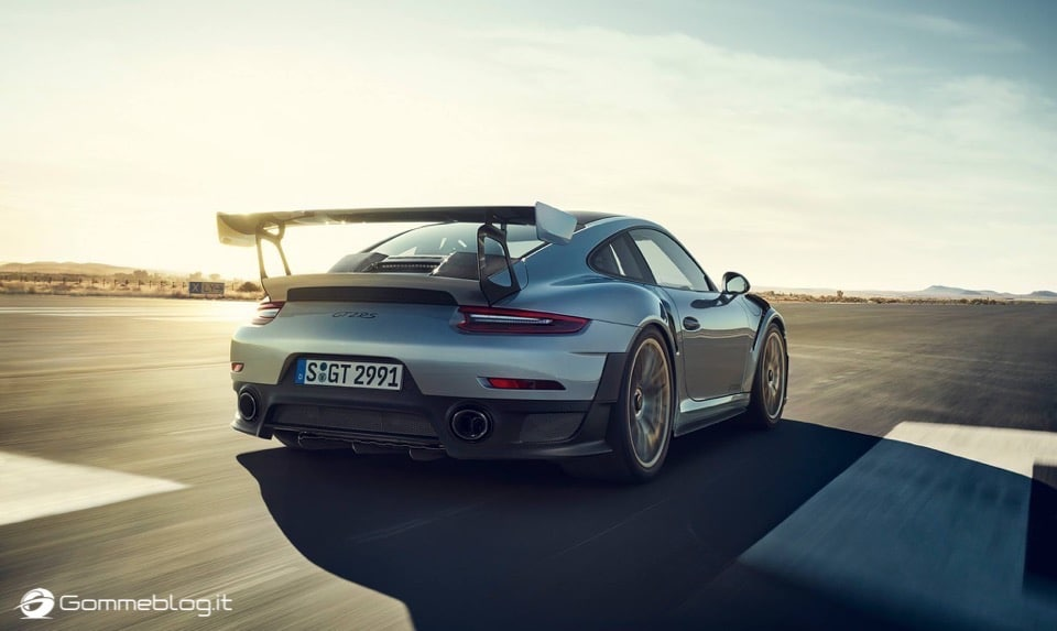 Porsche GT2 RS: la 911 più potente di sempre [VIDEO] 6