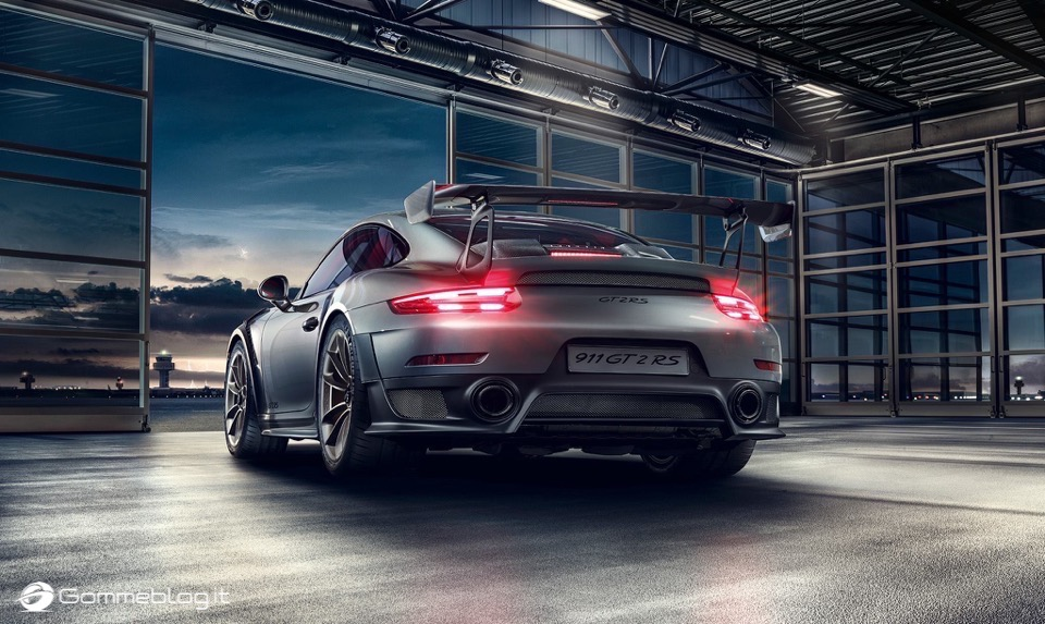 Porsche GT2 RS: la 911 più potente di sempre [VIDEO] 7