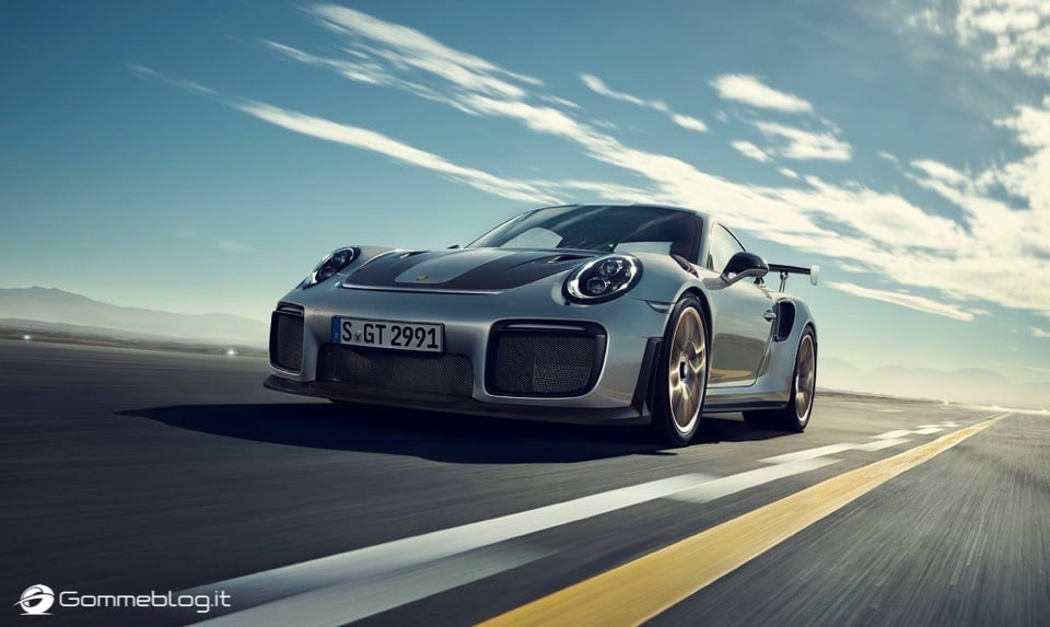 Porsche GT2 RS: la 911 più potente di sempre [VIDEO] 8