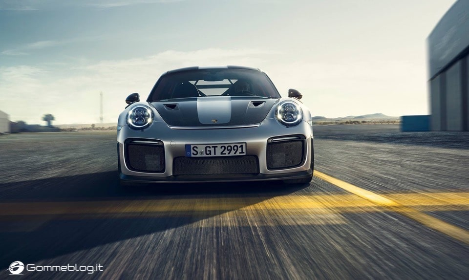Porsche GT2 RS: la 911 più potente di sempre [VIDEO] 9