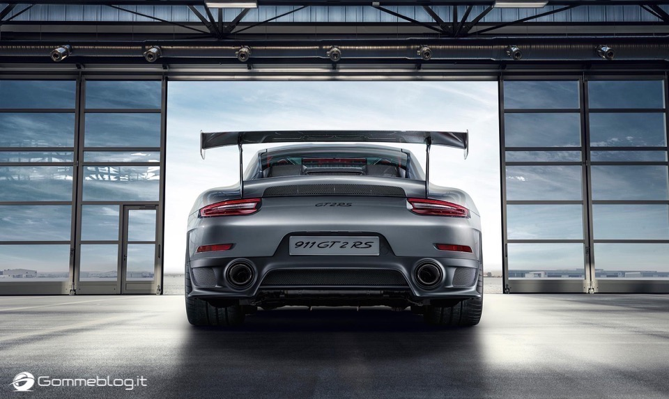 Porsche GT2 RS: la 911 più potente di sempre [VIDEO] 10