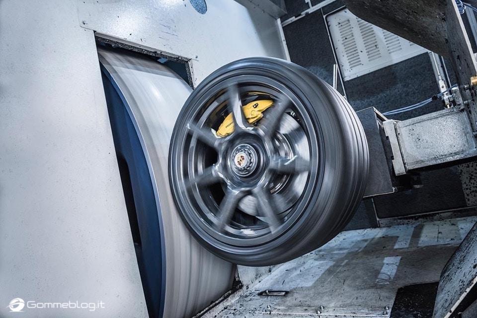 Porsche 911 Turbo S Exclusive: Cerchi in Lega in Carbonio 8