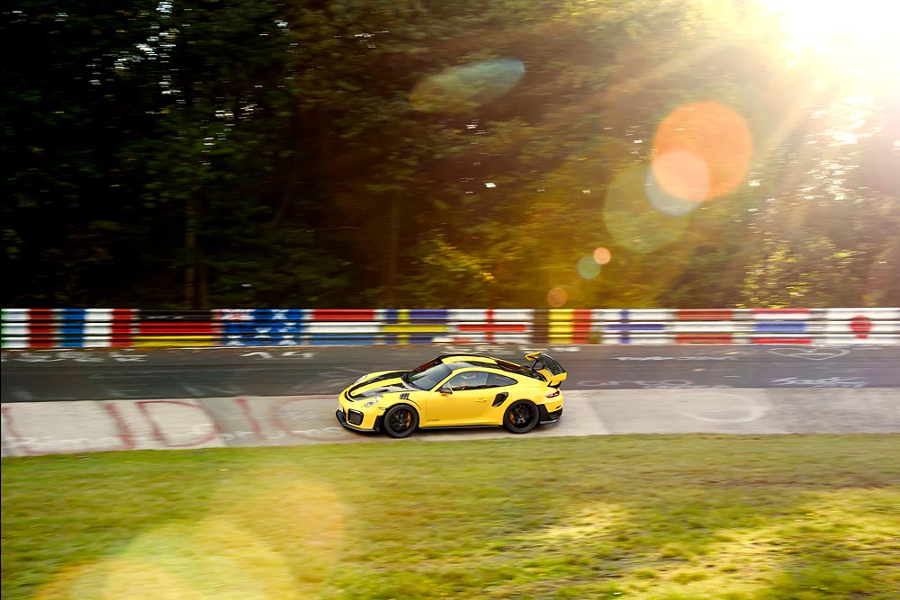 Porsche GT2 RS: Record, al Nurburgring gira in 6 minuti e 47,3 secondi 12