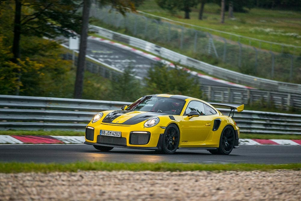 Porsche GT2 RS: Record, al Nurburgring gira in 6 minuti e 47,3 secondi 13