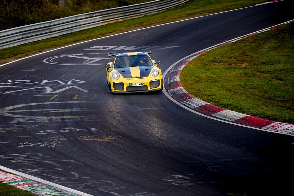 Porsche GT2 RS: Record, al Nurburgring gira in 6 minuti e 47,3 secondi 15