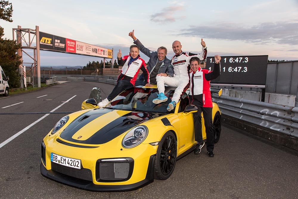 Porsche GT2 RS: Record, al Nurburgring gira in 6 minuti e 47,3 secondi 4