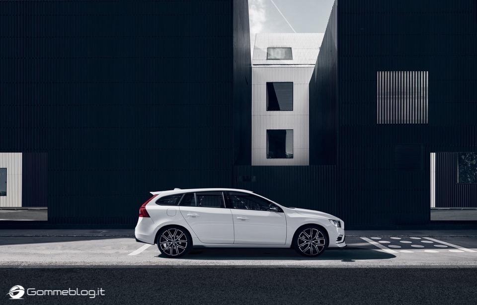Volvo S60 e V60 Polestar: 367 CV, Aerodinamica Evoluta e Fibra di Carbonio 35