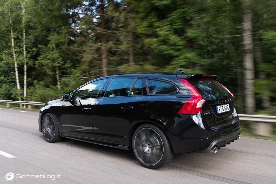 Volvo S60 e V60 Polestar: 367 CV, Aerodinamica Evoluta e Fibra di Carbonio 30