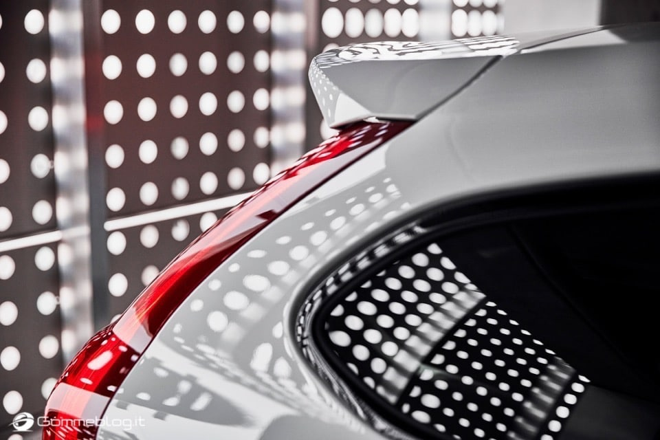 Volvo S60 e V60 Polestar: 367 CV, Aerodinamica Evoluta e Fibra di Carbonio 31
